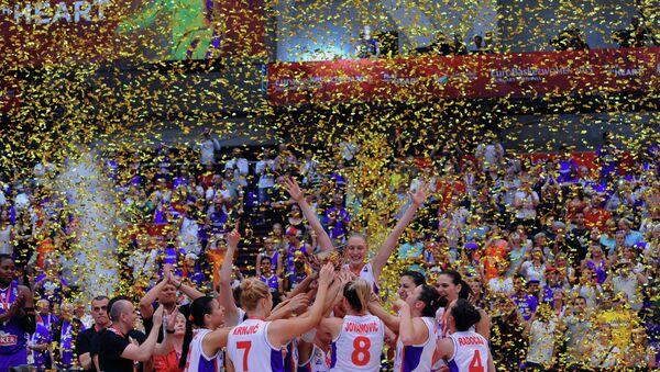 Српксе кошаркашице са трофејем првака Европе - Sputnik Србија