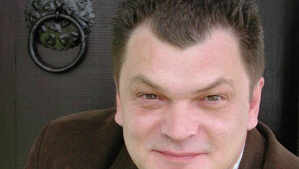 """Goran Petrović je odavno popularan među Rusima, a na ruskom jeziku nedavno je objavljen njegov roman """"Ispod tavanice koja se ljuspa"""". - Sputnik Srbija"""