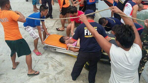 Spasavanje sa potonulog trajekta na Filipinima - Sputnik Srbija