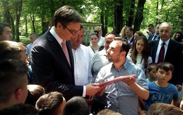 Александар Вучић је на поклон добио икону Свете Петке - Sputnik Србија