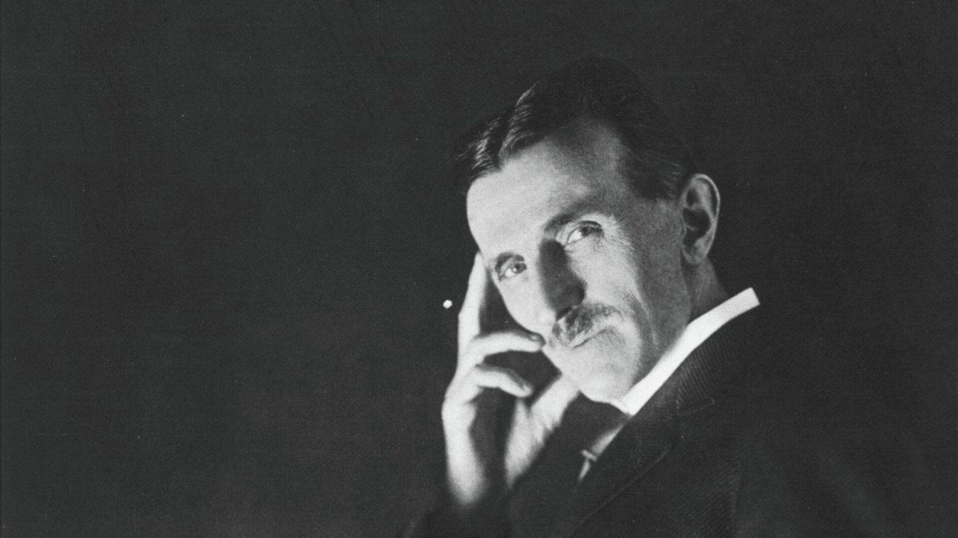 Сијалица гори у Теслиној руци - Sputnik Србија, 1920, 08.06.2021