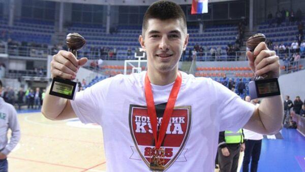 Лука Митровић са трофејма - Sputnik Србија