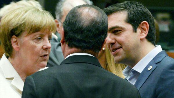 Angela Merkel, Fransoa Oland i Aleksis Cipras na Samitu evrozone u Briselu 12. jula 2015. na kojem se odlučuje o predlogu grčkih reformi - Sputnik Srbija