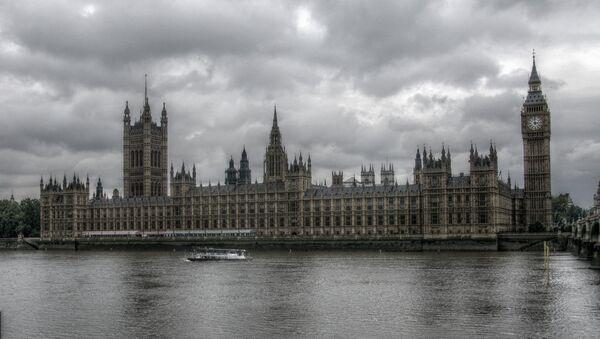 Vestminsterska palata u Londonu, pored Temze, sedište je  Parlamenta Ujedinjenog Kraljevstva Velike Britanije - Sputnik Srbija