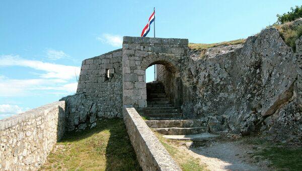 Hrvatska zastava se vijori na tvrđavi u Kninu - Sputnik Srbija
