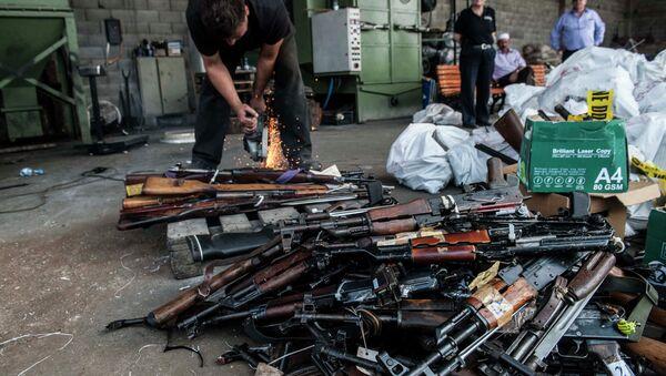 Уништавање заплењеног оружја у селу Јањово, Косово - Sputnik Србија