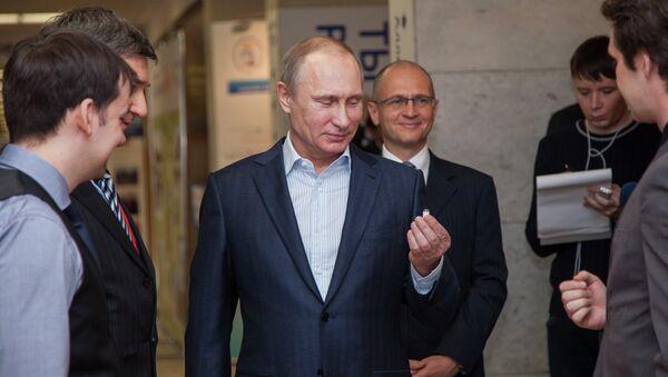 Владимир Путин у посети националном истраживачком нуклераном универзитету - Sputnik Србија