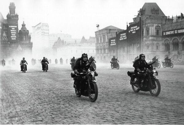 Деветнаеста годишњица Октобарске револуције - Sputnik Србија
