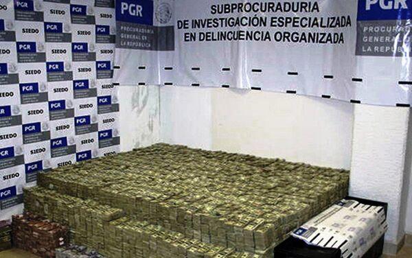 Gomila dolara pronađena u jednoj od vila El Čape Guzmana - Sputnik Srbija