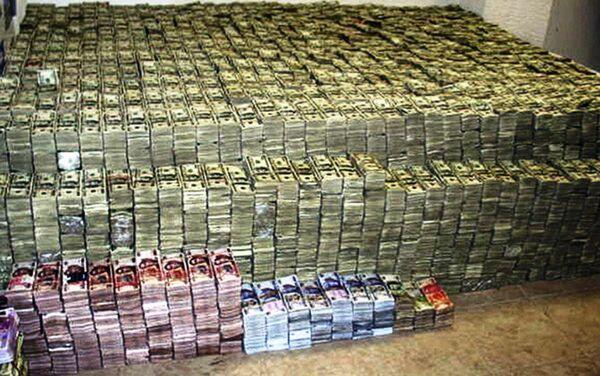 Gomile dolara, pezosa i juana pronađeni u jednoj od El Čapovih vila - Sputnik Srbija