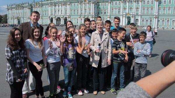 Српске ученике задивила лепота Санкт-Петербурга - Sputnik Србија