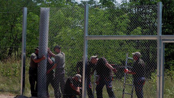 На изграђеном делу зида тестиране четири различите технологије - Sputnik Србија
