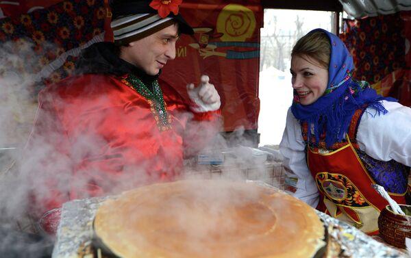 Среда је дан када таште дочекују зетове и госте их палачинкама. - Sputnik Србија