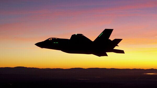 Združeni jurišni lovac F-35, borbeni avion pete generacije sa umanjenom uočljivošću - Sputnik Srbija