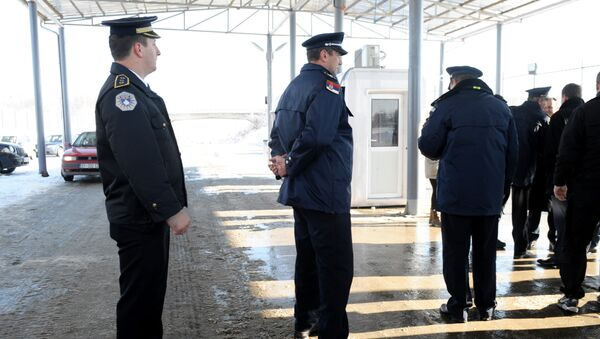 Srpska i kosovska policija na prelazu Merdare - Sputnik Srbija