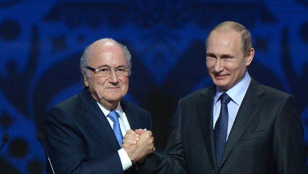 Predsenik Rusije Vladimir Putin i Sep Blater na ceromonji žreba u Sankt Peterburgu - Sputnik Srbija