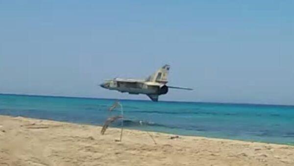 Libya FLAF Mig 23ML insane low pass over the beach - Sputnik Srbija