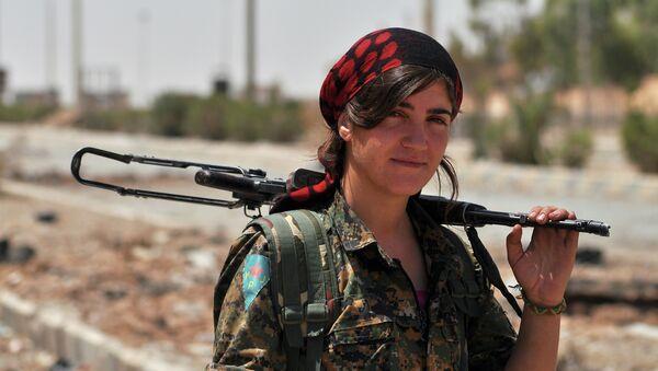 Žena koja se bori za kurdske Narodne zaštitne jedinice - Sputnik Srbija