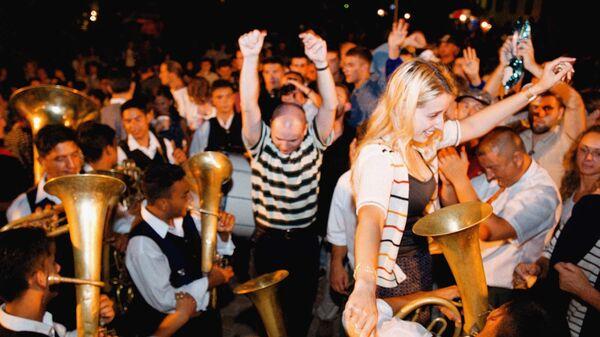 Atmosfera po pravilu već godinama uvek ista - uzavrela, prava karnevalska. - Sputnik Srbija