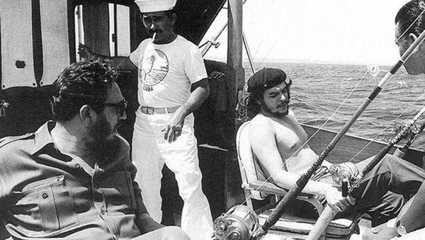 Fidel Kastro i Če Gevara na pecanju - Sputnik Srbija