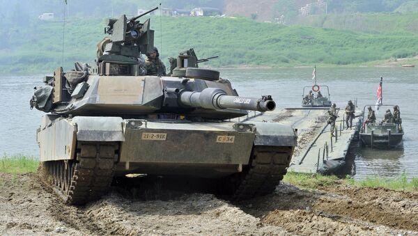 """Амерички тенк М1А2 """"абрамс"""" је усавршена верзија тенка М1А1. Модернизација је урађена првенствено у електроници и оклопу - Sputnik Србија"""