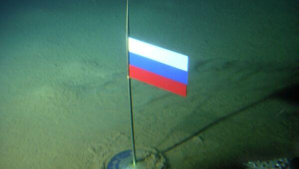 Чилингаров постававња заставу на дно Севереног леденог океана - Sputnik Србија