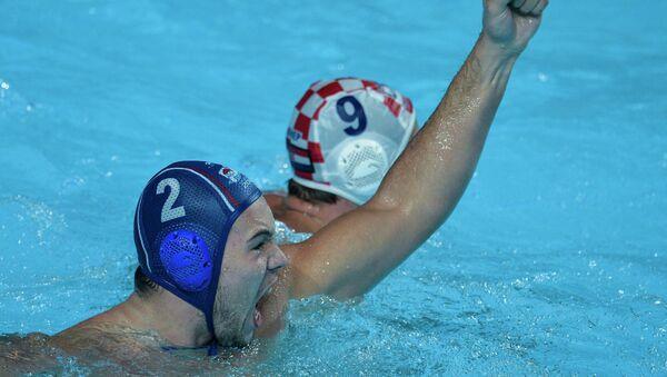 Igrač Srbije Dušan Mandić slavi jedan o golova  sa visoko podignutom pesnicom - Sputnik Srbija