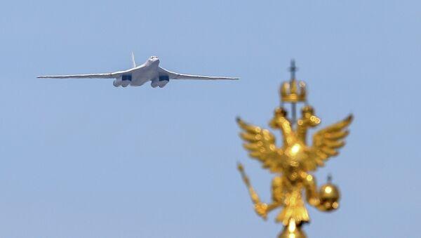 Avion TU-160 na vojnoj paradi u Moskvi, 9. maja 2015. - Sputnik Srbija