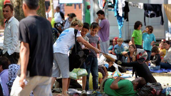 Migranti iz Sirije u parku kod autobuske stanice u Beogradu - Sputnik Srbija