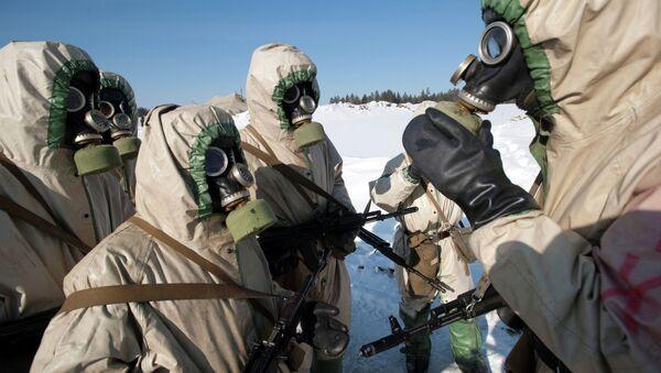 Vojnici na obuci protiv zračenja i biološke i hemijske zaštite - Sputnik Srbija