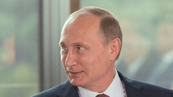 Ruski predsednik Vladimir Putin je bio danas sa predstavnicima nacionalnih asocijacija Krima - Sputnik Srbija