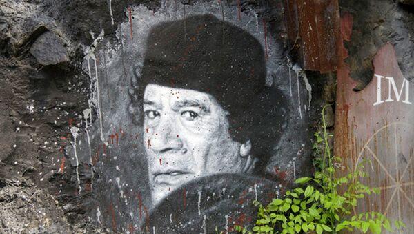 Графит бившег либијског вође  Муамера ал Гадафија у Сирту пре него што је убијен од стране НАТО-а побуне у 2011. години. - Sputnik Србија