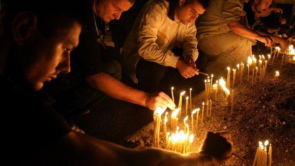 Срби  у Бањалуци пале свеће за годишњицу Олује - Sputnik Србија