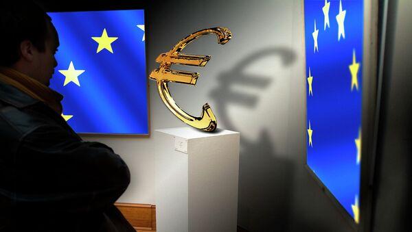 Заставе ЕУ и знак евра - Sputnik Србија