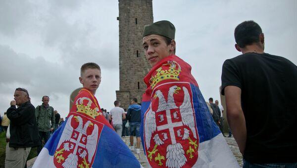 Dečaci na Kosovu sa srpskim zastavama - Sputnik Srbija