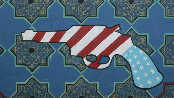 Један од графита на згради некадашње амбасаде САД у Техерану - Sputnik Србија