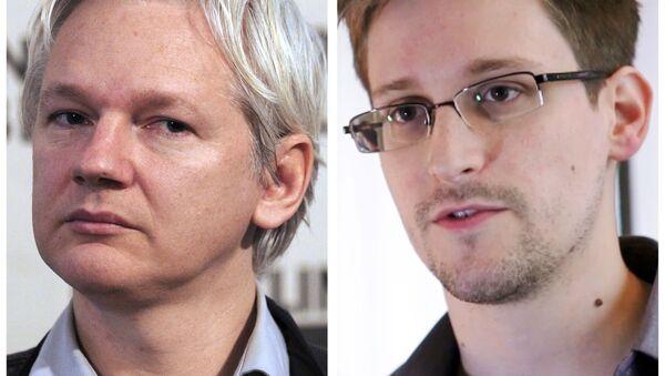 Kombinacija napravljena 3. jula 2013. prikazuje arhivsku fotografiju osnivača Vikiliksa Džulijana Asanža (levo) od 7. juna 2013. u Londonu i skrinšot bivšeg američkog agenta Državne bezbednosne agencije (NSA) Edvarda Snoudena napravljen 6. juna 2013. u Hongkongu - Sputnik Srbija