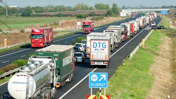 Kolona vozila na auto-putu ka Austriji - Sputnik Srbija