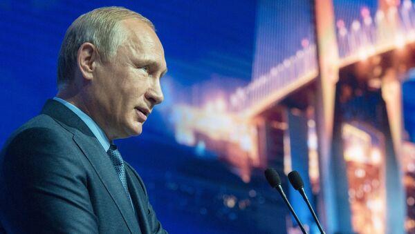 Predsednik RF Vladimir Putina na Istočnom ekonomskom forumu u Vladivostoku - Sputnik Srbija