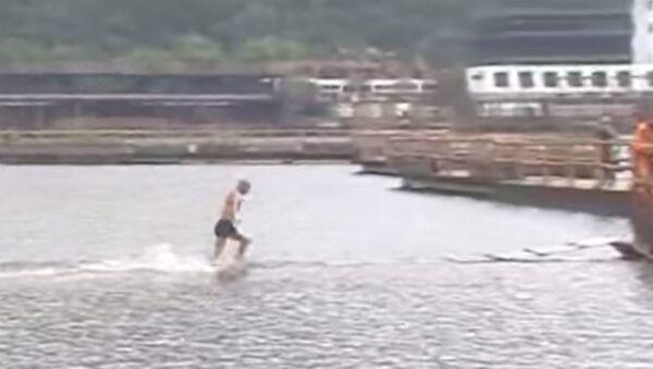 Шаолин монах трчи по води - Sputnik Србија