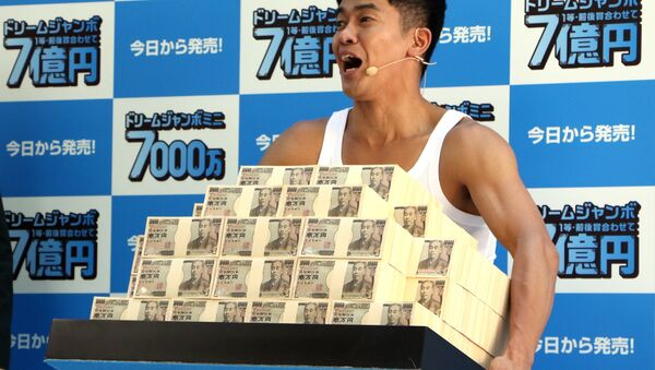 Bivši japanski šampion u dekatlonu So Takei drži 700 miliona jena u kešu - Sputnik Srbija