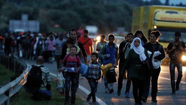 Избеглице на путу за Беч - Sputnik Србија