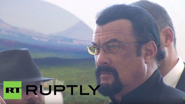 Stiven Sigal u Rusiji - Sputnik Srbija