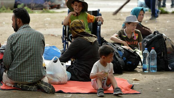 Deca izbeglice u parku kod Beogradske autobuske stanice - Sputnik Srbija
