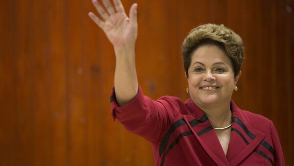 Brazil's President Dilma Rousseff, who is running for re-election with the Workers Party (PT), waves after voting in general elections in Porto Alegre, Brazil, early Sunday, Oct. 5, 2014. - Sputnik Србија