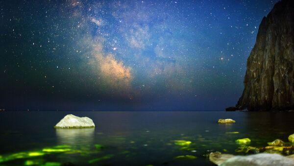 Ночное небо из бухты Саган-Заба на озере Байкал - Sputnik Србија