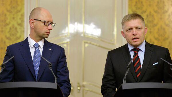 Арсениј Јацењук и Роберт Фицо - Sputnik Србија