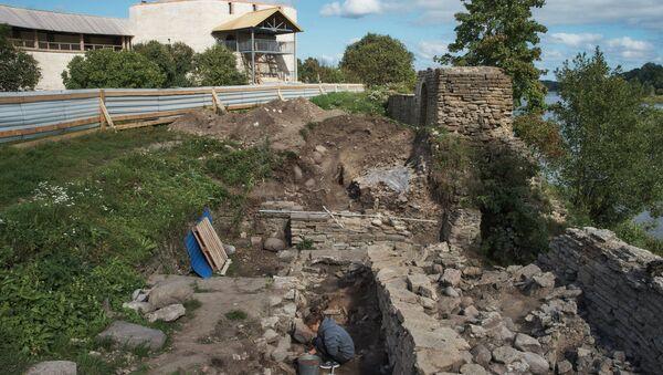 Археологи нашли клад времен Ивана Грозного на территории крепости Старой Ладоги - Sputnik Србија