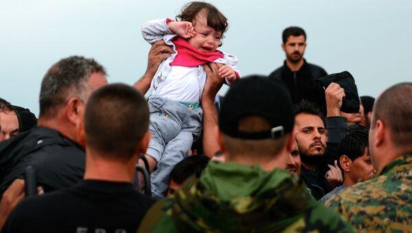 Избеглице на граници Македоније и Грчке - Sputnik Србија