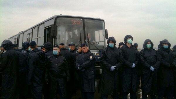 Укрцавање миграната у аутобусе у Мађарској - Sputnik Србија